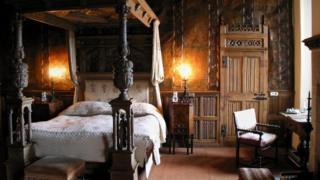 Спальня в замку Берклі в Глостерширі