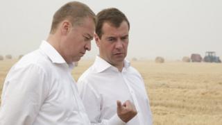 Леонид Маркелов и Дмитрий Медведев в поле