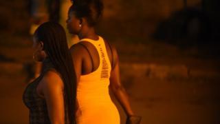 Seks işçiliği yapan Afrikalı kadınlar