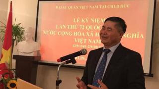 Đại sứ Việt Nam tại Đức Đoàn Xuân Hưng trong Lễ kỷ niệm Quốc khánh Việt Nam được tổ chức hôm 31/8/2017