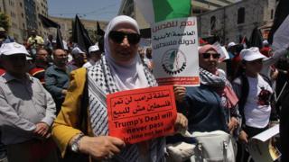 احتجاجات فلسطينيين على مؤتمر البحرين