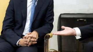 Эпизод с рукопожатием