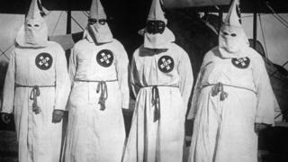 صورة أرشيفية لمجموعة كو كلوكس كلان العنصرية.