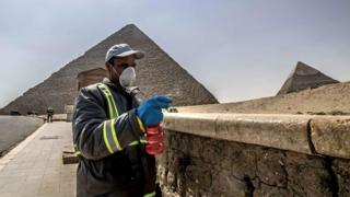 Worker disinfects site of Giza pyramids (file photo)