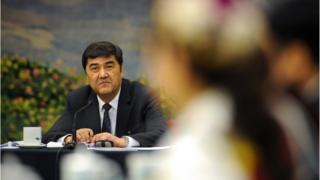 ور برقی چین کے سنکیانگ صوبے کے سابق گورنر بھی ہیں۔