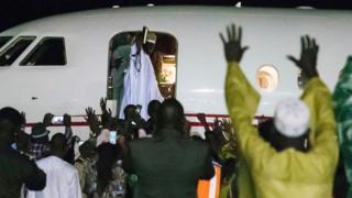 Eski Devlet Başkanı Yahya Jammeh, 22 yıllık iktidardan sonra ülkeyi terk etti