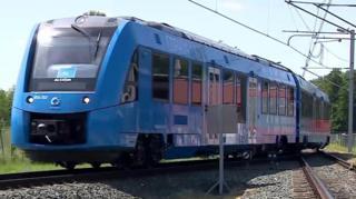 जर्मनीतील ही ट्रेन हायड्रोजन वायूवर चालते. जाणून घ्या या ट्रेनविषयी.