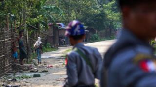 2017年9月6日,若开Shwe Zarr 村的罗兴亚人与缅甸警察