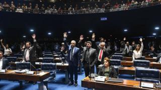 Senadores votam pela aprovação do projeto na quarta