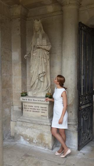памятник Анні Ярославни біля Абатства Святого Венсана