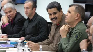 Nicolás Maduro en reunión con sus ministros.