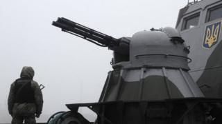 अज़ोव सागर पर एक जहाज़ पर तैनात यूक्रेनियाई सैनिक