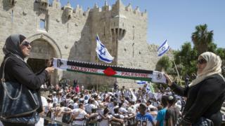 Israelis and Palestinians outside Jerusalem's Damascus Gate on Jerusalem Day (May 2015)
