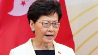 Керівниця Гонконгу пообіцяла дослухатись до людей