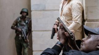 ماموران امنیتی نایروبی برای ساعتها با مهاجمان درگیر بودند