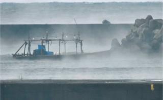 เรือลำหนึ่งถูกพบในเดือนพฤศจิกายน โดยมีหลอดไฟที่มักถูกใช้ในการล่อปลาตอนกลางคืนติดอยู่