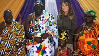 Melania Trump a rendu visite à des chefs traditionnels ghanéens.
