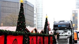 Грузовик, протаранивший рождественскую ярмарку в Берлине