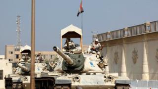 Tora Cezaevi dışındaki bir tank