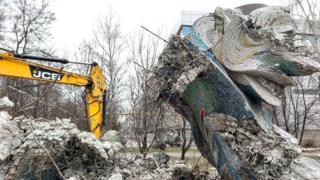"Скульптура ""Дніпровські хвилі"""