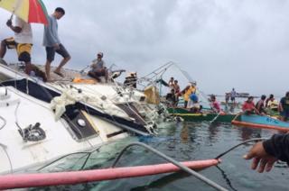 Filipino fishermen recovering the drifting yacht