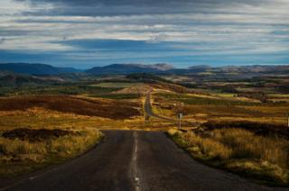 Road leading from the Suidhe View point near Loch Ness