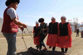 Койдун жүнүн кыргыздар боз үйдүн кийизине, шырдакка, кийим кече жасаганга кеңири колдонгон.
