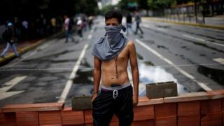 Un manifestante en Caracas.
