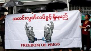 """當地記者形容""""恐怖氣氛""""回到了國內的獨立媒體。"""