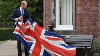 Prince William unveils statue of Frank Foley