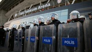 Turkish riot police secure the area around the Turk Telekom Arena after the Istanbul soccer derby between Galatasaray and Fenerbahce was postponed (20 March 2016)
