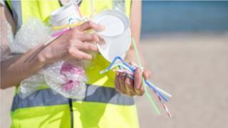 Ống hút nhựa là một trong những sản phẩm nhựa dùng một lần được EU đề xuất cấm