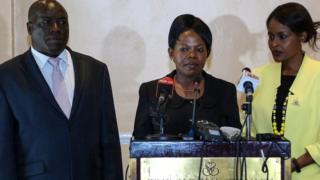 Paul Kurgat (kushoto) Margaret Mwachanya (kati) na Consolata Nkatha