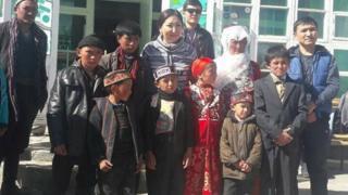 Афганистандын Улуу Памирине Кыргызстанга келген этникалык кыргыздардын ичинде алты үй-бүлө, 17 бала бар.