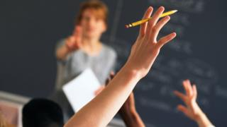 Jovens em sala de aula