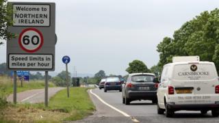 Kuzey İrlanda'ya hoşgeldiniz yazılı tabela