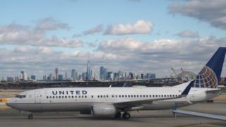 نیویورک در زمینه فرودگاه نیوآرک