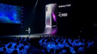 갤럭시 폴드 가격은 기존 스마트폰 가격의 2배에 육박하는 1980달러(약 222만원)부터 시작된다.