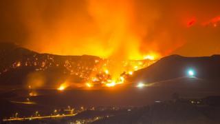 Incêndio em Santa Clarita, na Califórnia
