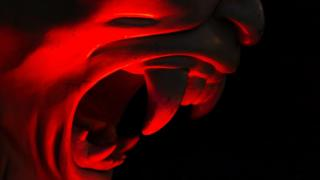 Detalhe de uma estátua representando o diabo