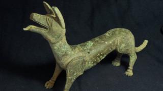 """Bronze sculpture of a """"licking dog"""""""