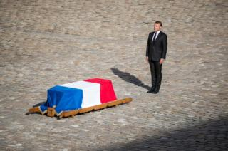President Macron pays tribute in front of the flag-draped coffin of former President Jacques Chirac