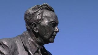 Statue of Harold Wilson