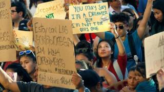 Người biểu tình phản đối quyết định chấm dứt chương trình Daca của Tổng thống Donald Trump ở San Diego hôm 5/9