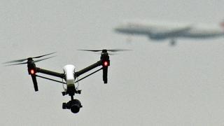 Máy bay không người lái và máy bay