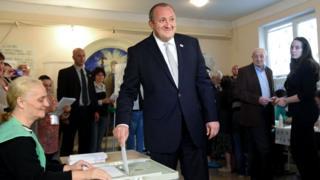 Президент Грузии Георгий Маргвелашвили на избирательном участке