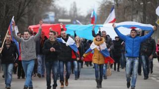 Прихильники Росії на вулицях Сімферополя