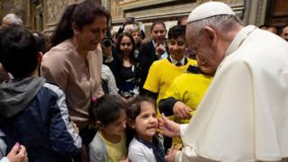Paus bertemu dengan anak-anak pada 9 Mei lalu.