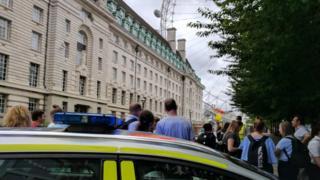 Police cordon by London eye