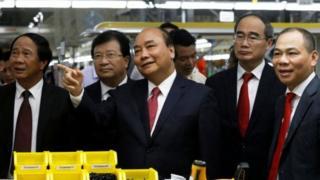 Thủ tướng Nguyễn Xuân Phúc, các chính khách hàng đầu cùng doanh nhân Phạm Nhật Vượng hôm 14/6